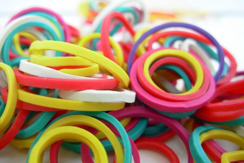 gekleurde elastiekjes
